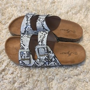 Foot bed Buckle Sandals Snakeskin NWT